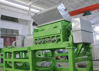 Cina Double Shaft Waste Tyre Recycling Machine, Peralatan Shredder Ban Bekas Dengan Bearing SKF pabrik